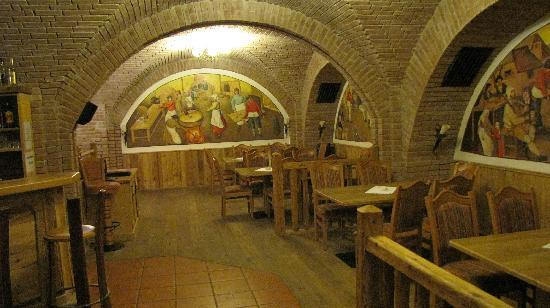 Hotel BinderBubi: Restaurant cellar