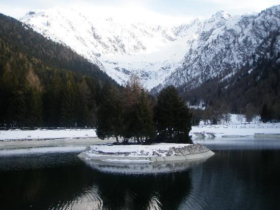 Residence Hotel Raggio di Luce: Mountain's lake