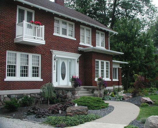 Garden Manor Bed & Breakfast : Garden Manor in Southern Ontario