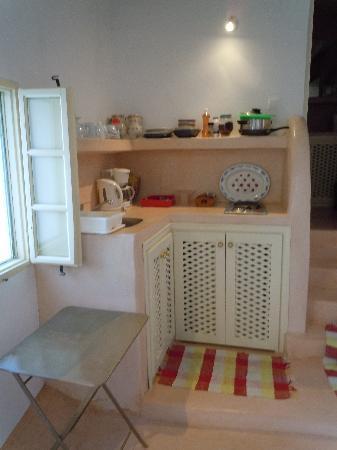 Old Oia Houses: kitchen area