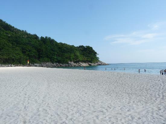 لو ميريديان بوكيت بيتش ريزورت: The beach