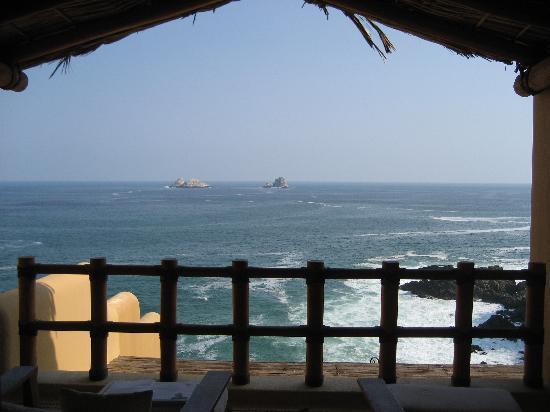 Cala de Mar Resort & Spa Ixtapa: initial view from our room