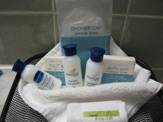 Best Western Plus Robert Treat Hotel: Amenities in bathroom