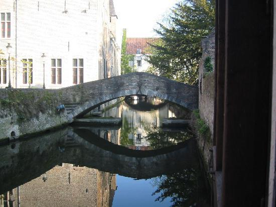 Guesthouse Bonifacius: Having breakfast view again