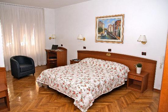 Hotel Venezia : Camera Hotel Garnì Venezia - Trento