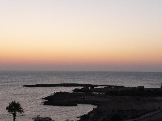 Cavo Maris Beach Hotel : Vista dalla camera all'alba