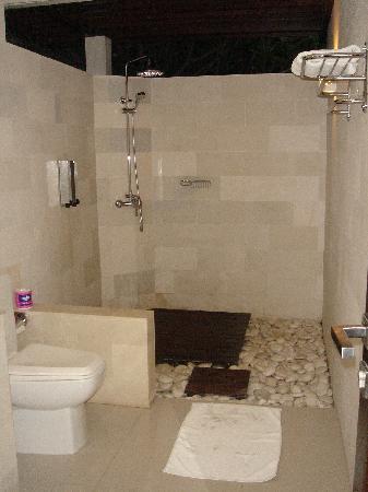 Frangipani Beach Boutique Hotel : La superbe salle de bain