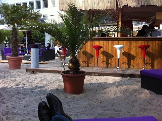 KUBU am Opernplatz: kubu beach bar