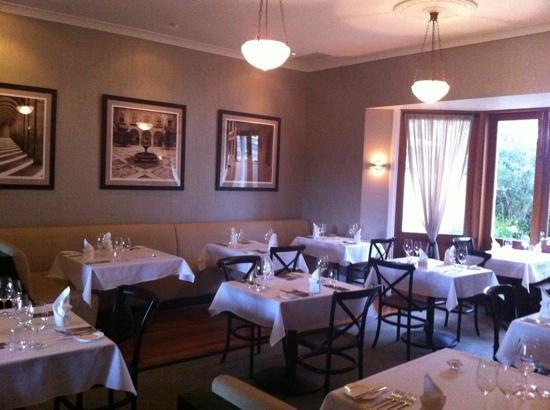 สปิเซอร์โคลบลี่เอสเทจ: dining room