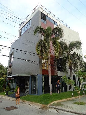 Dune Hua Hin: Hotel from the street