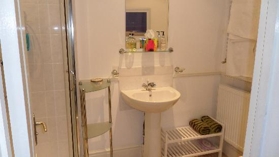 Kingscliffe Bed and Breakfast NEC: The bathroom