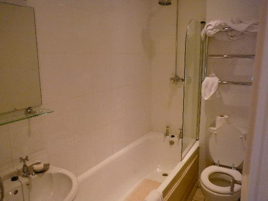 "The Lugger Hotel: ""Luxury"" bathroom"