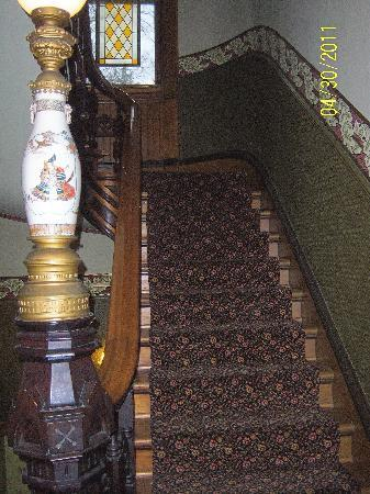 Inn at Pine Terrace: stairway
