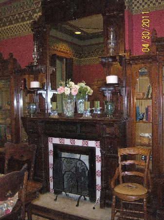 Inn at Pine Terrace: fireplace