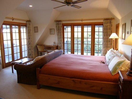 Great Barrier Island, Nueva Zelanda: Spacious Bedrooms - South Wing