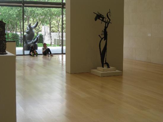 Nasher Sculpture Center: Exhibit