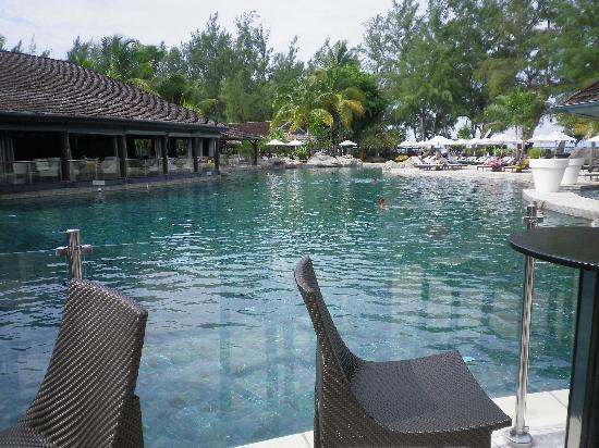 """LUX* Saint Gilles: La piscine pour les """"réfractaires"""" à l'eau de mer"""