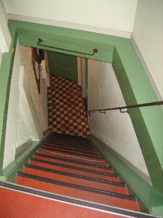 Hotel Internationaal: very steep stairway with narrow steps