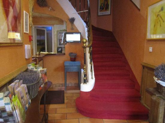 Hotel Le Colbert : check-in/stairs to other rooms