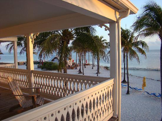 Tranquility Bay Beach House Resort : Sunrise from upstairs porch