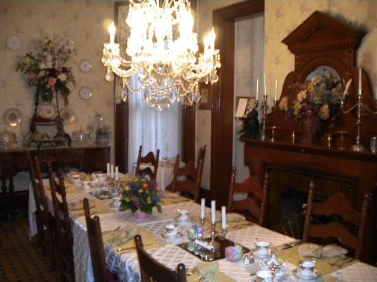 Central Park Bed and Breakfast: The Dining Room
