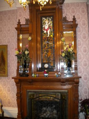 Central Park Bed and Breakfast: One of the many fireplaces