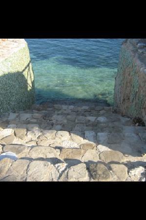 Hotel Club Amigo Atlantico Guardalavaca: stairs to ocean