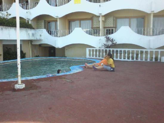 Corredor trazero piso 6 del hotel bild fr n panoramic for Piso 9 del hotel madero