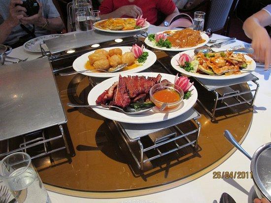 Shanghai: food keep warm on candle- heated plate
