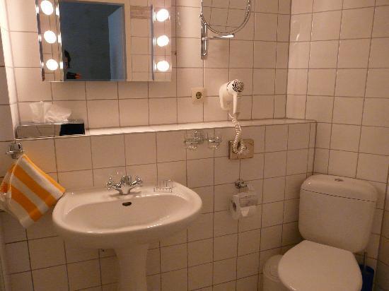 Askanischer Hof: Bathroom 1