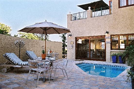 Lavender Manor Guest Lodge : Cosy pool area