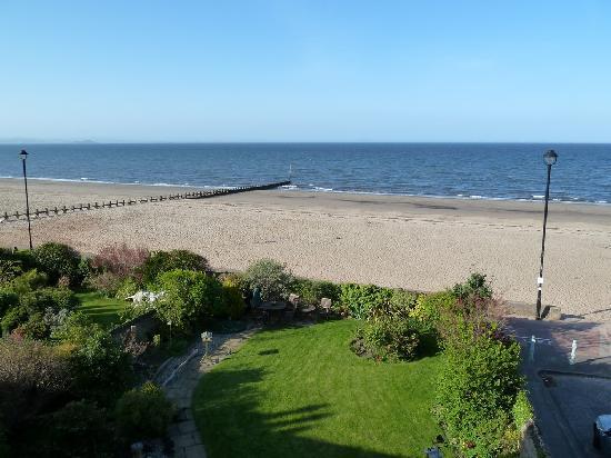 Joppa Turrets Guest House: Vue sur la mer depuis la chambre