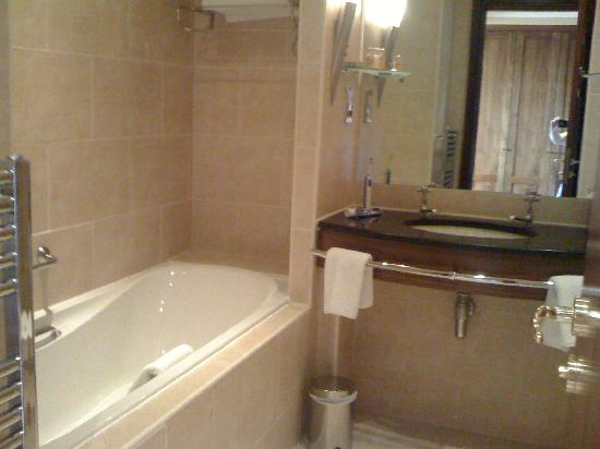The Morley Hayes Hotel: great bath room