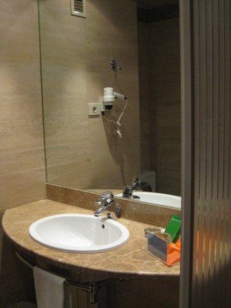 NH Pozuelo Ciudad de la Imagen: Baño