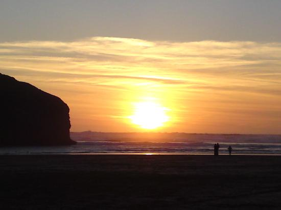 Blue Bay Guest House & Lodge: Sunset at Mawgan Porth