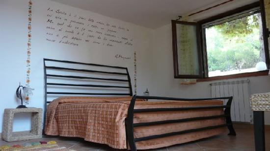 Villa Robbabate: Camera matrimoniale