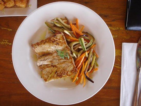 Mergulhão: Filet de Dourada Grelhado com legumes