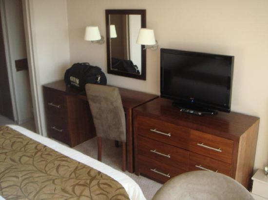 Humber Royal Hotel: Nice Room - Great TV