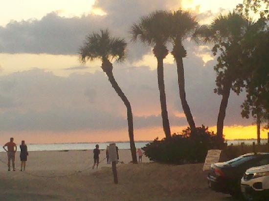 Wyndham Garden Fort Myers Beach : View Evening