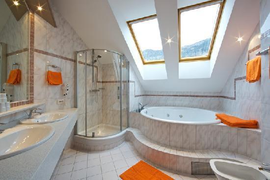 Große Badezimmer große badezimmer in den ferienappartements picture of alpine spa