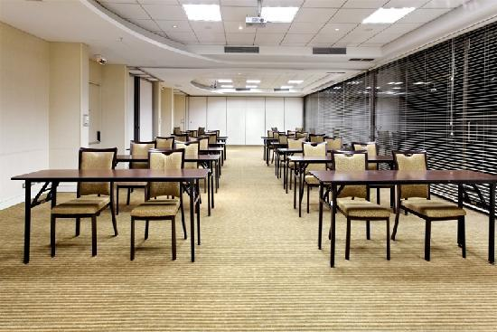 Holiday Inn Santiago Airport: 6 Meeting Rooms (from 2 up 120 persons)