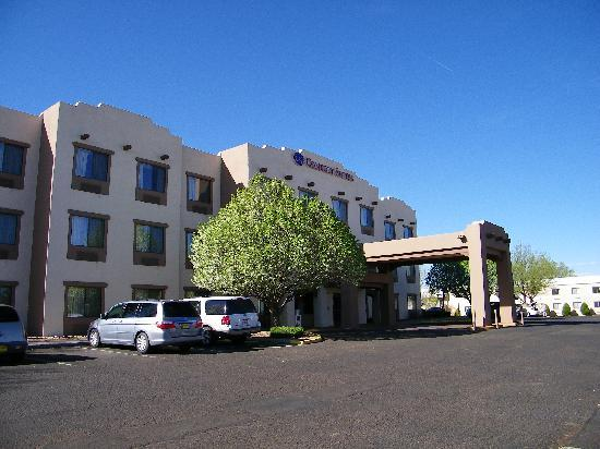 Comfort Suites: Beautful, cool spring day in Santa Fe.