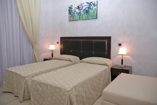 Hotel Le Petit: twin room