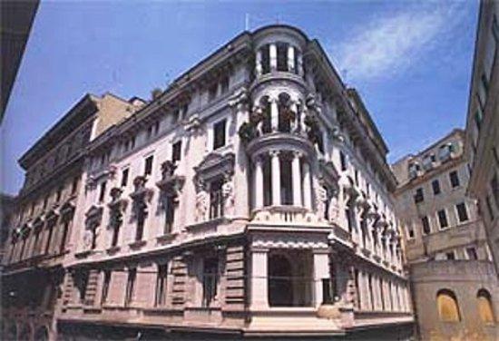 Hotel Le Petit: Exterior