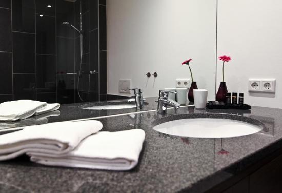 badezimmer leer. Black Bedroom Furniture Sets. Home Design Ideas