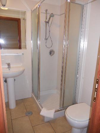 Cesar Palace Guesthouse: the bathroom