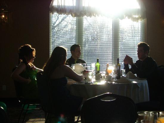 Chateau Logue Hotel & Golf Resort: Une table éclairée!