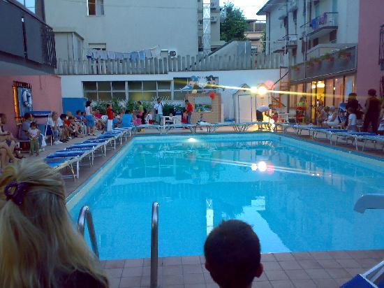 La piscina foto di hotel christian rivazzurra - Hotel rivazzurra con piscina ...