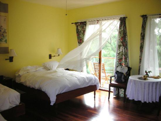 Hawaii Island Retreat at Ahu Pohaku Ho`omaluhia: bedroom