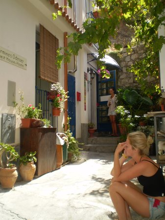 Taormina's Odyssey Guest House and Hostel: Taormina's Odyssey e': un ingresso verde in pieno centro